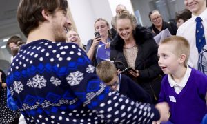 Baines meets, chats with, sign autographs for 22 Little Heroes (6)
